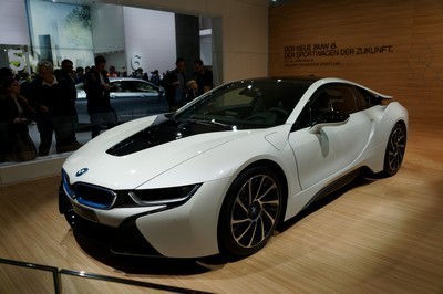 2014 BMW i8 with License plate J3NJ9W