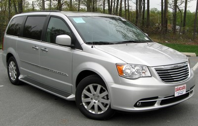 2010 Chrysler Town & Country with License plate D9FSVPE
