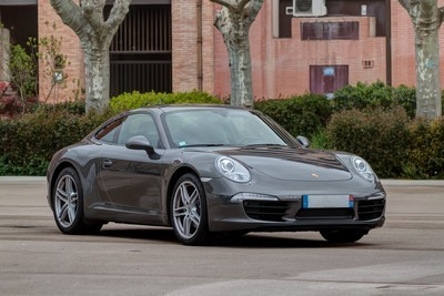 2007 Porsche 911 with License plate IQ3T